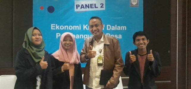 Mahasiswa Ekonomi Syariah pada Diskusi Panel Ekonomi Kreatif dan Pembangunan Desa